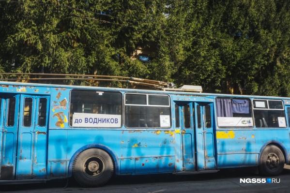 Уже скоро привычные таблички должны вернуться на троллейбусы