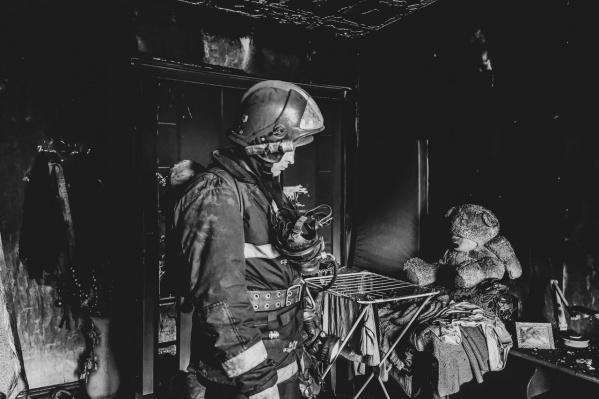 Все фото пожарный делает исключительно на телефон