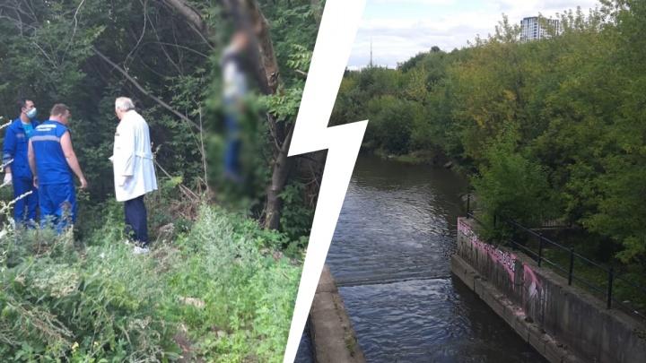 В екатеринбургском парке нашли повешенного мужчину
