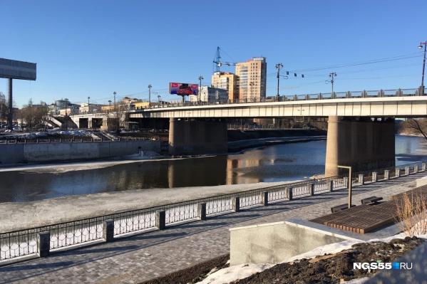 Набережную со стороны улицы Бударина сдали в 2019 году, работы на противоположном берегу завершили два года спустя