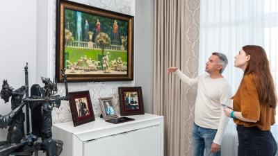 «Это лучшее, что можно было собирать»: экскурсия по элитной квартире, из которой бизнесмен сделал музей