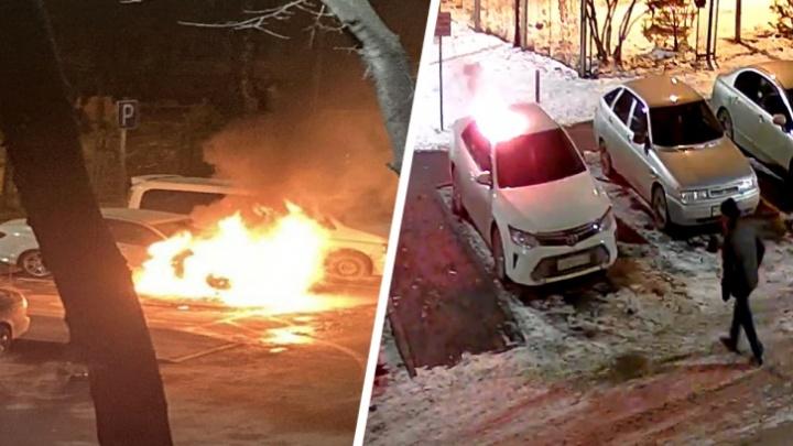 В суд ушло дело тюменца, который случайно поджег не тот автомобиль