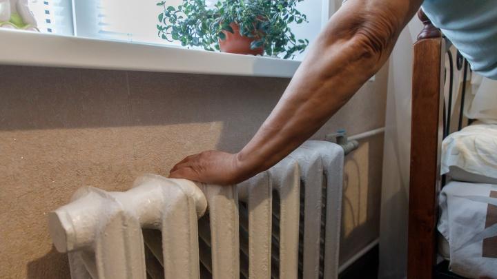 В Волгограде пенсионерка замерзает в ледяной квартире