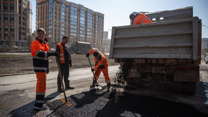 Управление дорожного строительства заказало ремонт дорог в Новосибирске на 320 млн — смотрим, каким улицам повезет