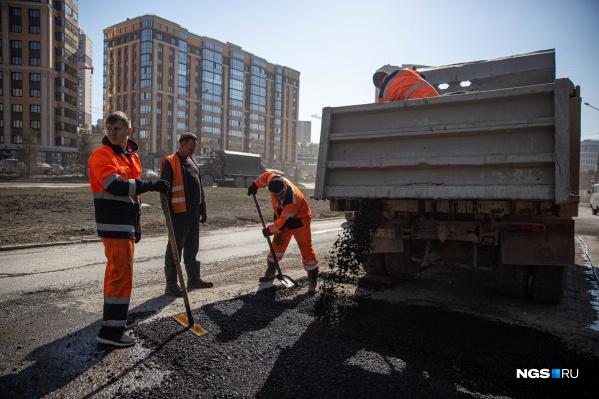В Новосибирске взялись за ремонт дорог — первые результаты на 10 улицах можно будет увидеть уже в конце октября