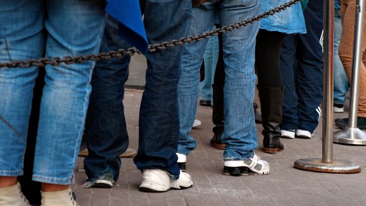 Родители екатеринбургских школьников 5–11-х классов снова выстроились в очередь на день открытых дверей