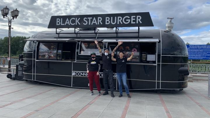 «Что происходит с Black Star Burger в Тюмени?»: обожатели бургеров отыскали новую точку известной сети