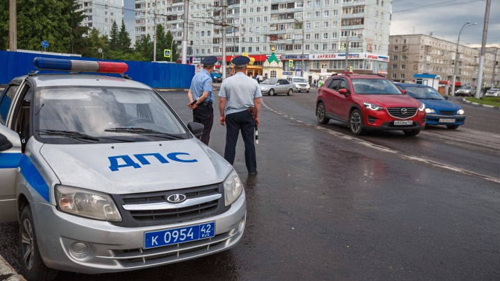 В Кемерове оштрафуют блогеров за игру в нарды на проезжей части