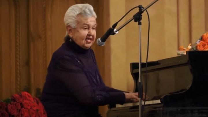 Уральский композитор Людмила Лядова пошла на поправку. У 95-летней артистки 75% поражения легких