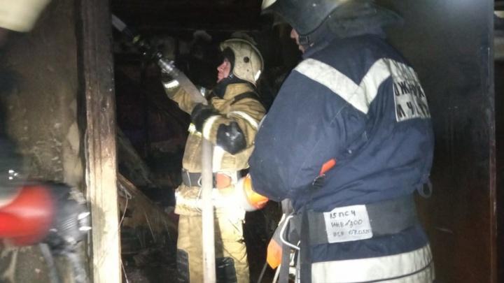 Пока за окном играла музыка Победы, в Волгограде пожар в многоквартирном доме унес жизни трех мужчин