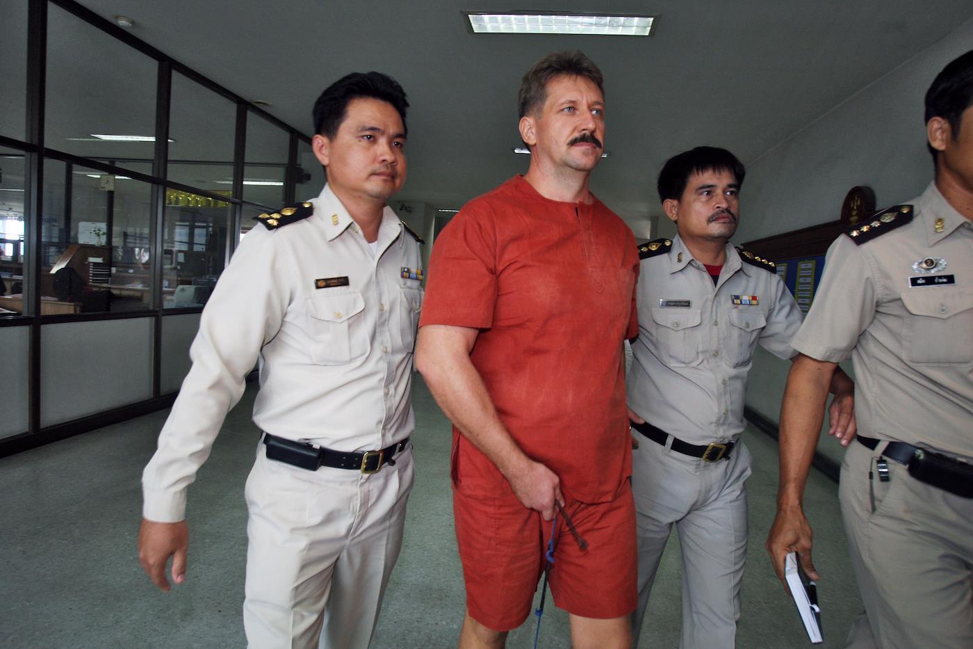 12 минут Виктора Бута. О чем заключенный говорил с Петербургом накануне саммита Россия  США