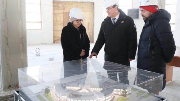Началась отделка помещений: губернатор и директор Третьяковки проверили, как идет ремонт Фабрики-кухни