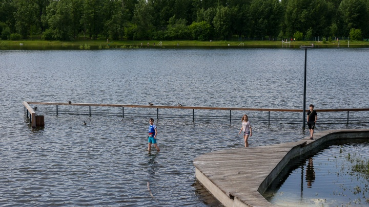 Красноярск затопленный. Сброс воды на ГЭС начали сокращать, вода отступает