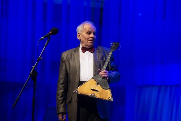 Совсем недавно Виктор Шурыгин отыграл на сцене Концертного зала большой гала-концерт в честь 50-летия своей творческой деятельности