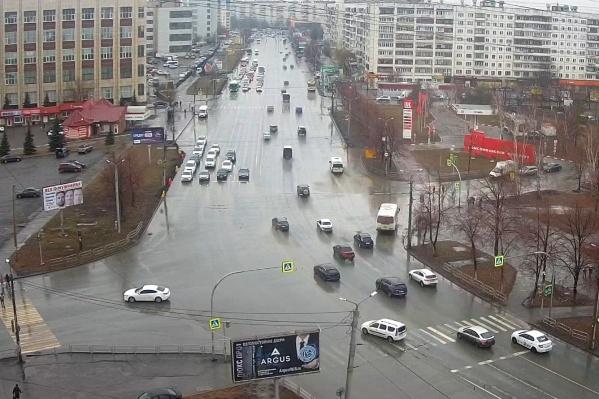 Работать на Комсомольском проспекте будут два подрядчика