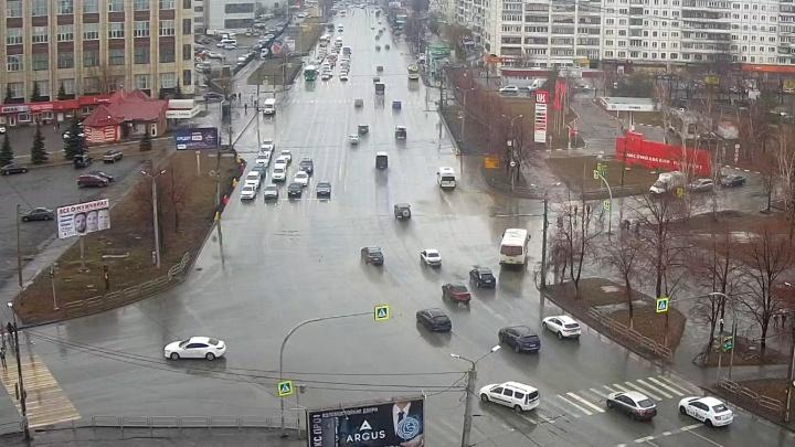 На Комсомольском проспекте уберут парковочные карманы и разделят его зеленой полосой