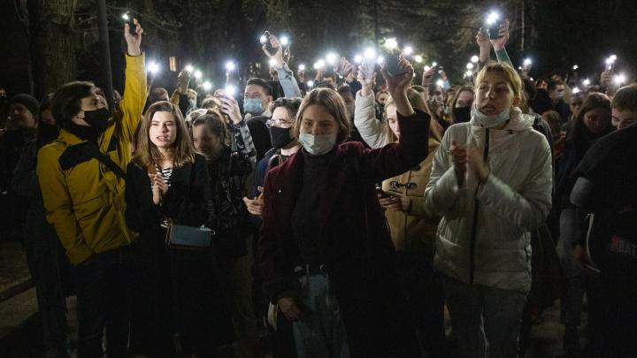 Прошлись. Сторонники Навального собрали акцию вРостове— фоторепортаж 161.RU