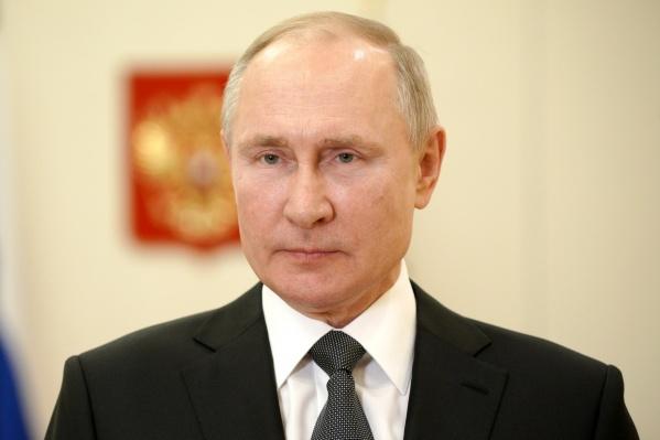 Путин поблагодарил их «за неизменную верность ратному долгу иприсяге»