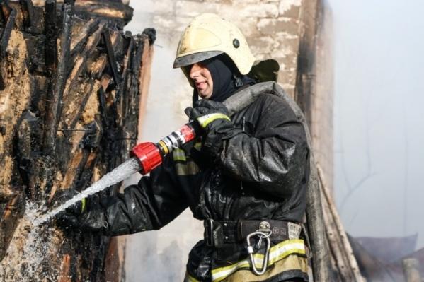 Пожарным удалось спасти из огня лишь одну женщину