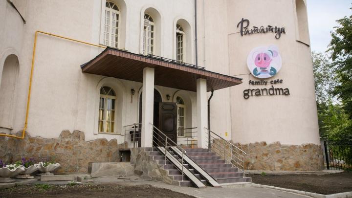 «Жалко расставаться!»: челябинский бизнесмен передумал продавать кафе в сказочном замке