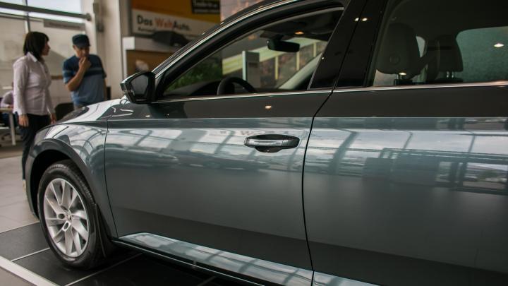 За год цены выросли на 10–25%, машины ждут по полгода: что происходит с рынком новых авто в Красноярске