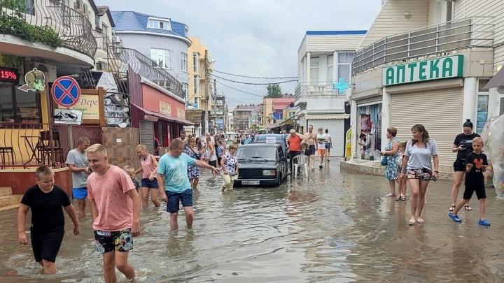 «Заплатил за 9 дней отдыха 300 тысяч»: пока туристы спасались от разгула стихии, кто-то спешил делать бизнес