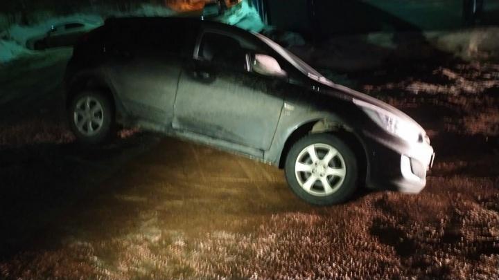 В Уфе машина провалилась в грунтовую яму