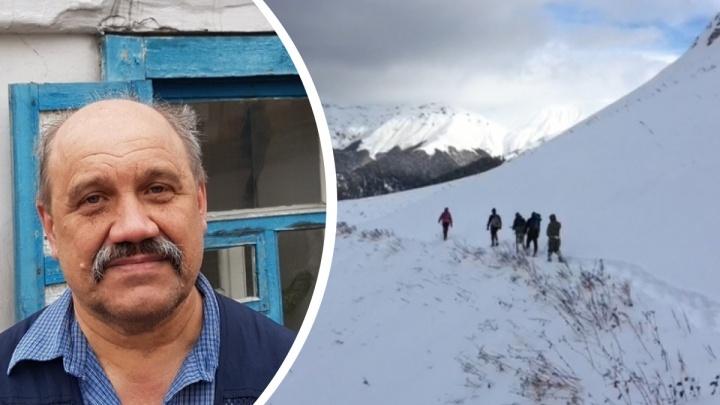 В горы Абхазии, где остается отбившийся от других туристов уралец, выдвинулась пешая группа МЧС