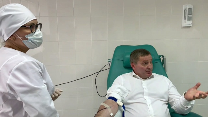 «Пусть моя кровь кому-то поможет»: Андрей Бочаров сдал антиковидную плазму и три шоколадки