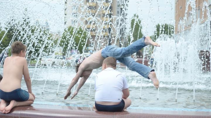 На юге холодно, на севере — жара: что случилось с летом в России?