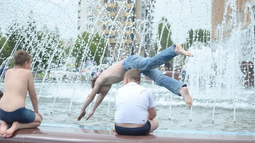 """На юге холодно, на <nobr class=""""_"""">севере —</nobr> жара: что случилось с летом в России?"""