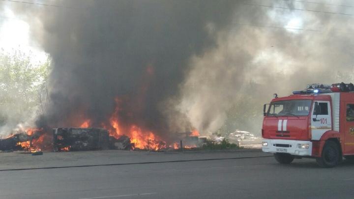 В МЧС рассказали о причинах пожара, который переполошил весь Челябинск