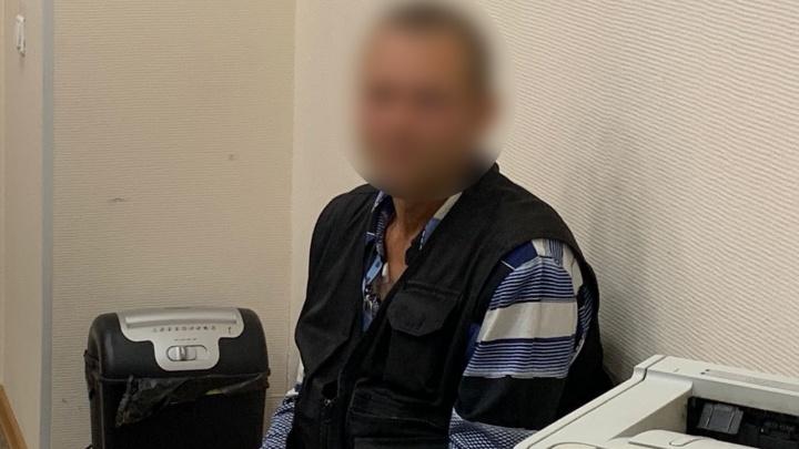 Охранника с Сортировки, который устроил пальбу во время ссоры с соседями, отправили в СИЗО