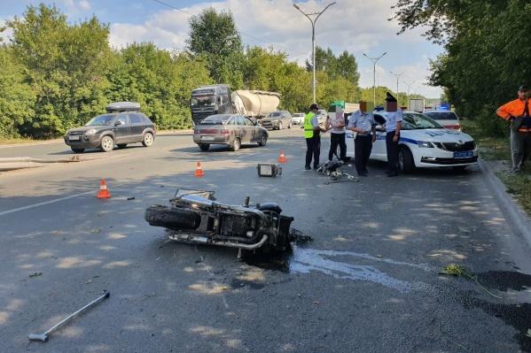 Мотоциклист пытался уйти от столкновения с машиной