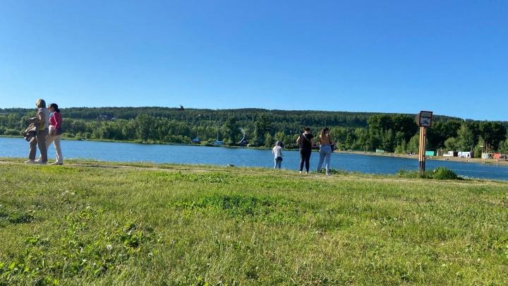 Власти объяснили, почему на Красном озере в Кемерово нет оборудованного пляжа