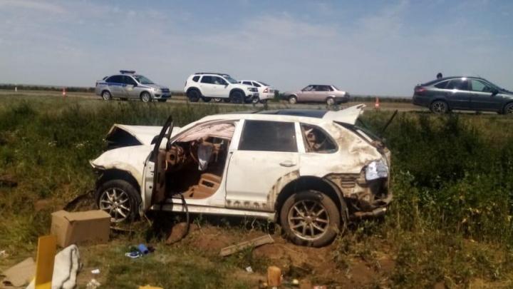 В Ростовской области «Порше» врезался в «Ладу». После неудачного обгона водитель иномарки погиб