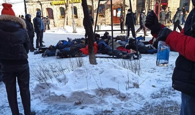 В МВД не нашли нарушений в жестких задержаниях силовиками участников акций протеста в Челябинске