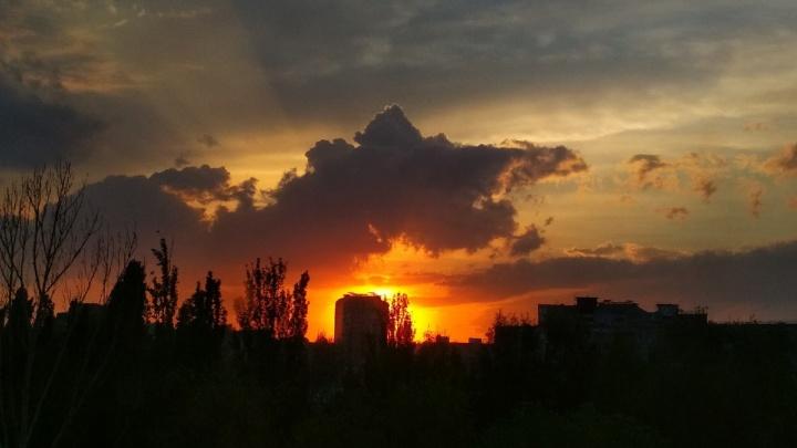 Буря мглою небо кроет: любуемся штормовыми облаками и апокалиптичными закатами