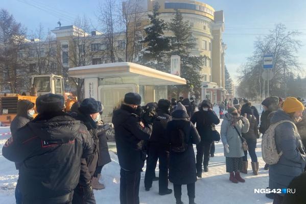 Сотрудники мэрии за несколько дней до заявленной даты протестной акции начали ходить по заведениям города и настойчиво просить закрыть свои кафе 31 января