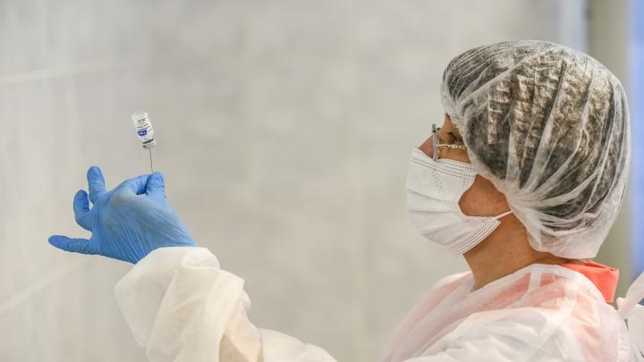 Почему в Екатеринбурге начались перебои с вакциной от COVID-19? Объясняет глава областного Роспотребнадзора
