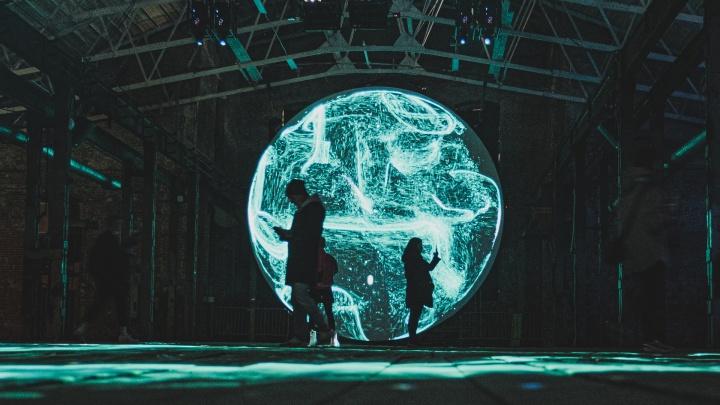Звездное небо, исполины и звуки космоса: на Заводе Шпагина открыли фестиваль Efest. Фото инсталляций