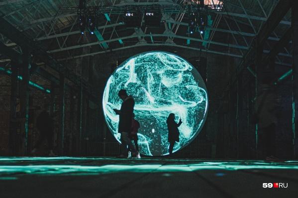 Инсталляция Nebula студии Hello I/O