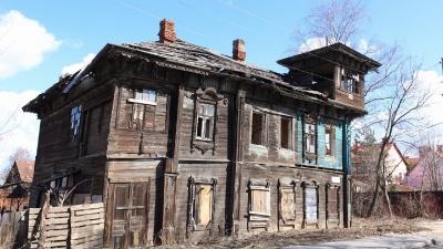 «Несчастный Дом со штурвалом»: в Ярославле трещит пошвам памятник культурного наследия