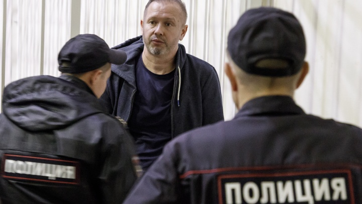 В Волгограде суд разрешил экс-депутату, обвиняемому в мошенничестве, покинуть регион