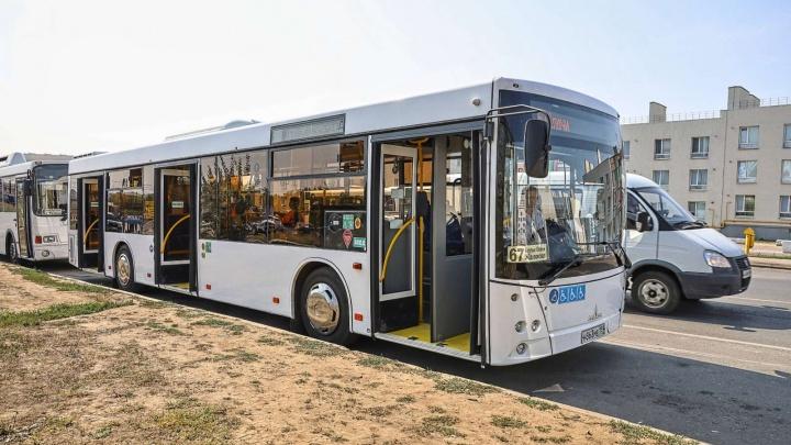 В Самаре в рейсы вышли новые трехдверные автобусы