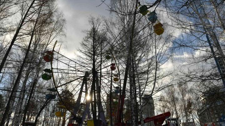 В парке Маяковского начали разбирать колесо обозрения. Рассказываем, что с ним будет