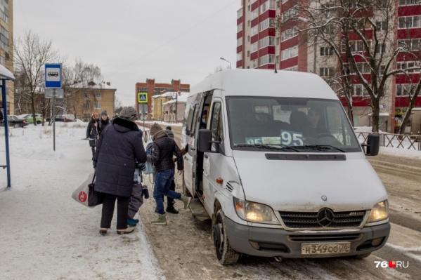 Ребенка дважды провезли почти через весь Ярославль, но так и не доставили на нужную остановку