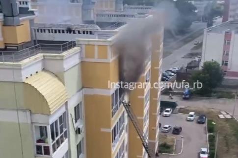 В Уфе загорелась квартира на 12-м этаже высотки, очевидцы сняли видео