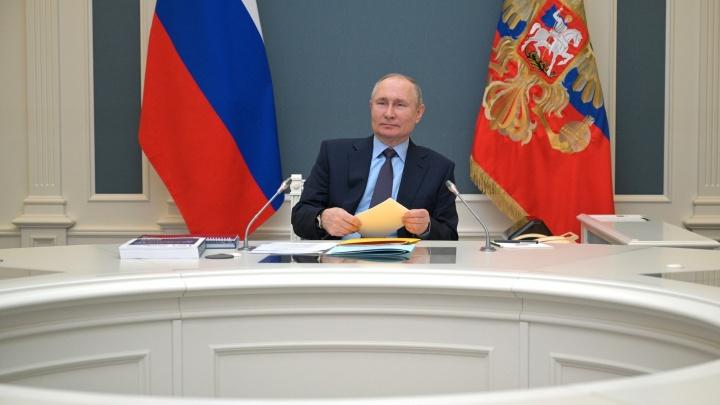 Путин заявил, что нужно избавиться от абсурдных бюрократических процедур в социальной сфере