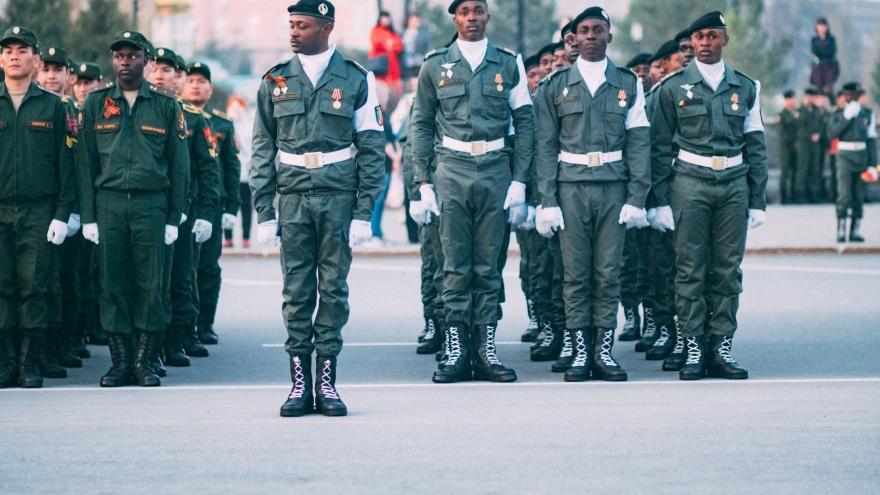 Африканские студенты спели национальный марш на параде Победы